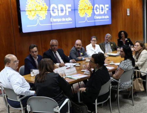 Três Poderes articulam políticas para idosos do DF